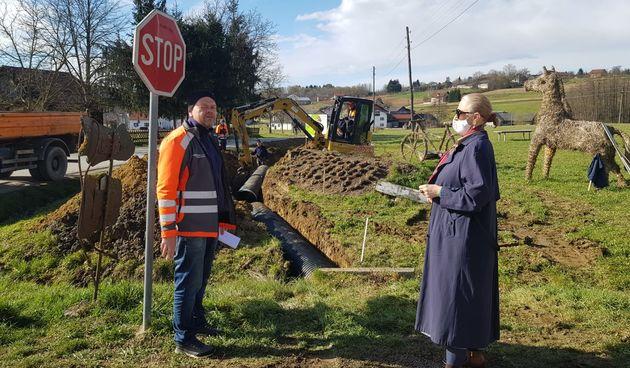 Krenuli radovi na izgradnji 1.600 metara dugog nogostupa u Jaškovu, radove obišla i gradonačelnica Gordana Lipšinić