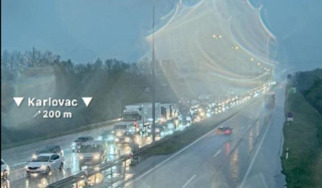 Radovi usporili promet: Pred naplatnim kućicama u Karlovcu kolona tri kilometra