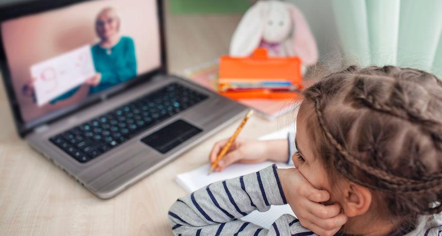VIDEO Mislite da je vama teško raditi od kuće? Zbog nepredviđenih situacija ovi su ljudi postali hit na društvenim mrežama