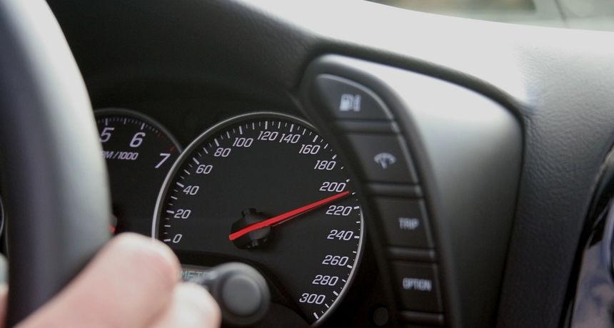 EK traži da svi automobili imaju pametne sustave za kontrolu brzine: Papučica gasa će vibrirati ako vozač vozi prebrzo