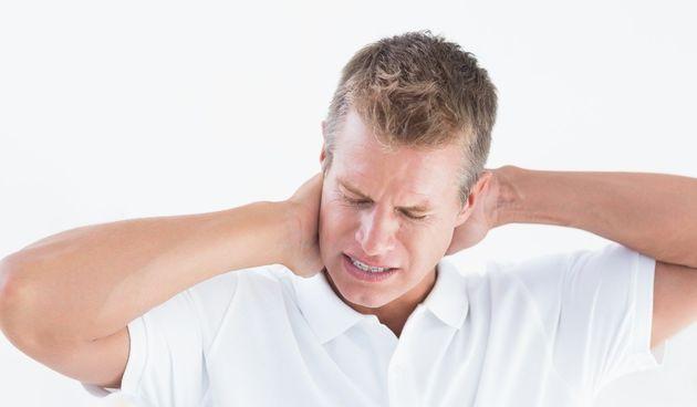 Bol u vratu može biti posljedica nečeg jednostavnog poput lošeg položaja u snu ili nečeg ozbiljnog poput meningitisa. Saznajte što sve može uzrokovati nelagodu.