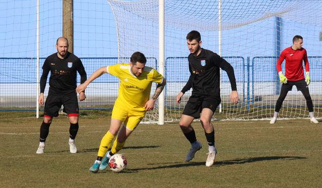 Dinamo D - Mladost SM