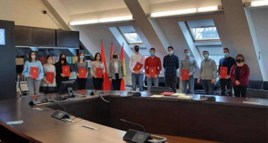 Grad Ogulin podijelio 50 stipendija učenicima i studentima, gradonačelnik Domitrović iskazao želju za ostanak mladih u gradu nakon školovanja