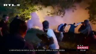 U žestokim višesatnim sukobima u Francuskoj ozlijeđeno je petero policajaca: Mladić je izgubio ruku (thumbnail)