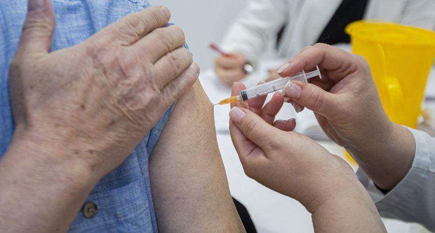 Većina nije imala simptome: Iako su cijepljeni s dvije doze Pfizera zarazili su se novom varijantom covida-19