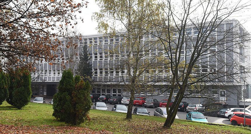 Od jučer još 32 osobe oboljele od korone u Karlovačkoj županiji - sve je veći pritisak na bolnice, jučer na covid odjelima hospitalizirano devet osoba