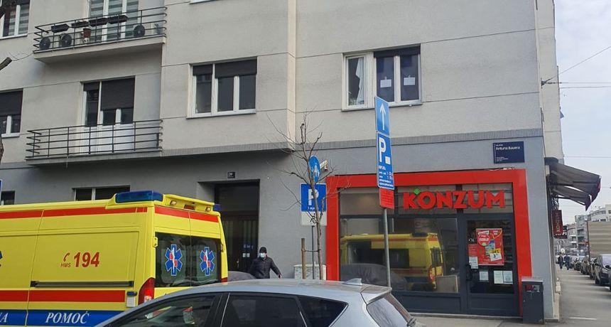 Specijalci u centru Zagreba se povukli, kriza je riješena. Osoba koja se zatvorila u stan je na prozore postavila poruke: 'Imam bombe'