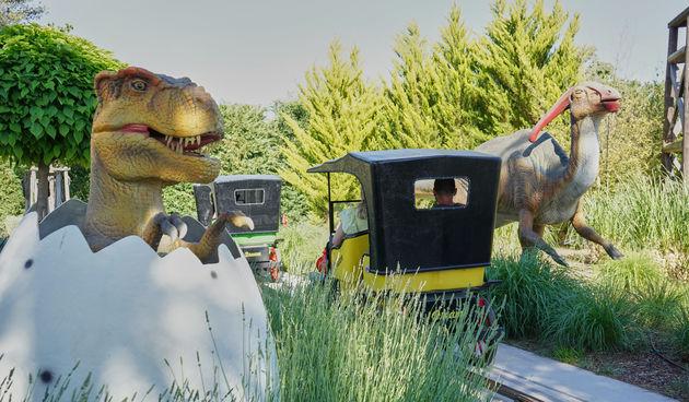 Avanture Jurskog svijeta čekaju vas u Fun Parku Biograd! Provezite se kroz Jurski park i zabavite sa veselom ekipom dinosaura