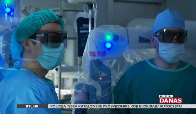 Hrvatska ukorak sa svjetskim trendovima u medicini - na Rebru operiraju roboti (thumbnail)