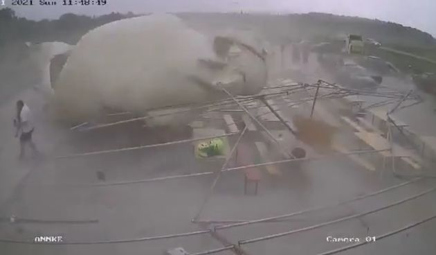 Strava u Čađavici: Olujni vjetar urušio šator, ljudi spašavali glave