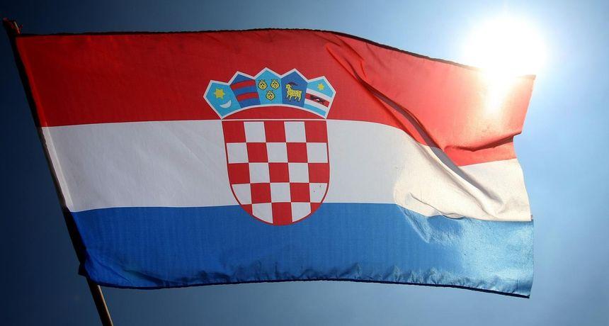 Britancu mjesec dana istražnog zatvora zbog paljenja hrvatske zastave u Vukovaru