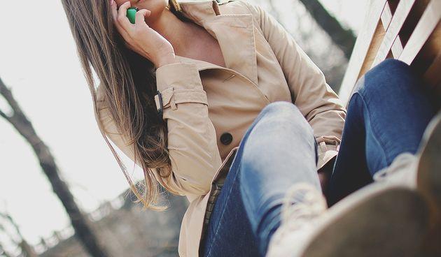 Bez obzira radi li se o poruci, dolaznom pozivu, vibraciji ili trendovskim zvukom zvona, obavijest na mobilnom telefonu mogu vam dovoljno odvući pažnju i onemogućiti da se usredotočite na zadatak. Kad se morat koncentrirati - isključite zvukove