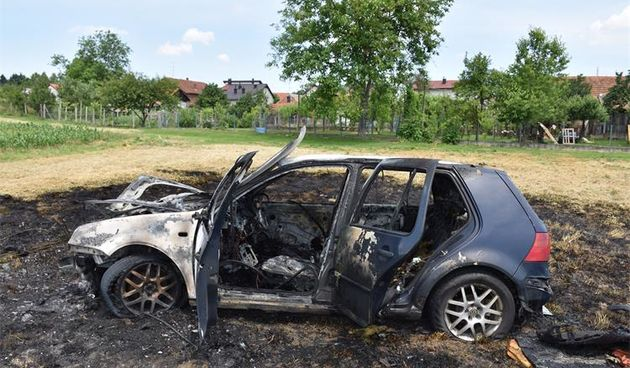 NEVJEROJATNO! Ludovao po Mihovljanu pa ga policijski službenici spasili iz zapaljenog vozila