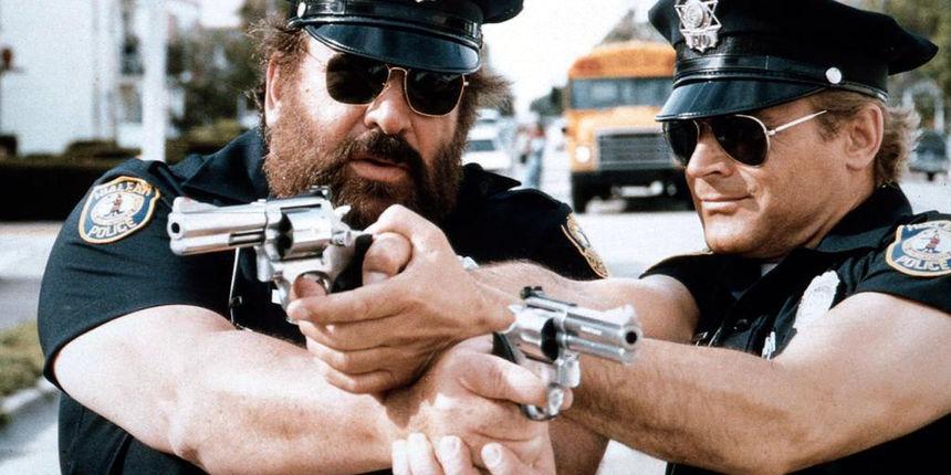 Možete li vjerovati da su oni FBI agenti prerušeni u policajce?!