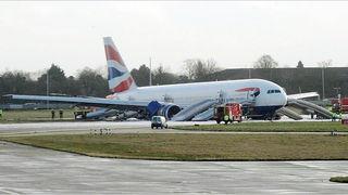 Heathrow - zrakoplov (Foto: New York Times)