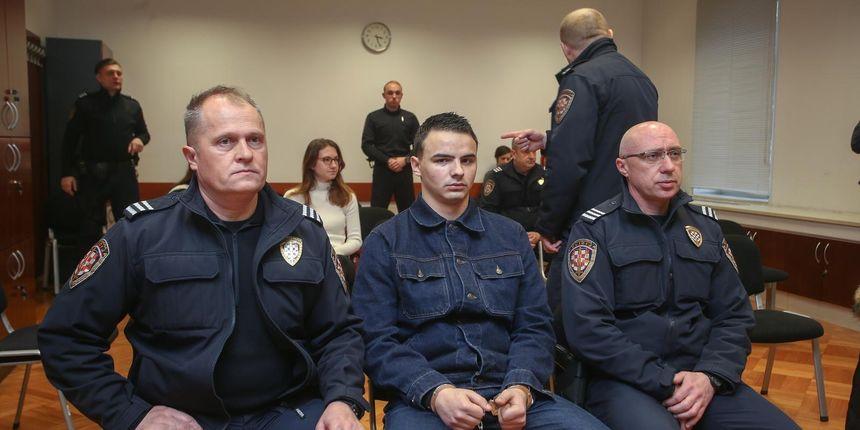FOTO David Komšić u lancima doveden na sud, došli i prijatelji: 'Kristinu su udarali i čupali za kosu'