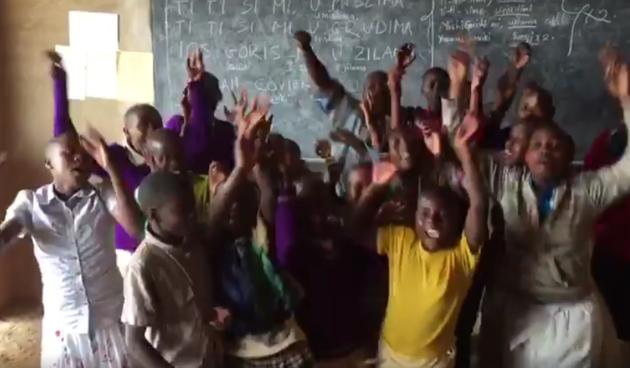 Djeca iz afričkog sirotišta pjevaju ''Ti si mi u mislima''