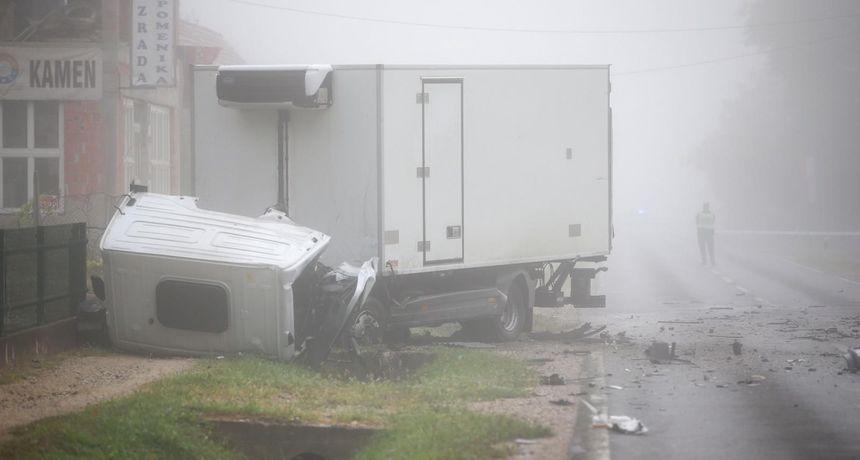 U strašnoj nesreći kod Dugog Sela sudjelovao i vozač kamiona (22) varaždinskih registracija