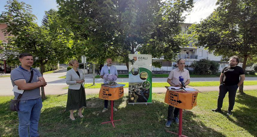 Turistička zajednica područja Kupa organizira filmsku turneju kina na otvorenom - u Ozlju posjetitelji će prvi u županiji moći uživati i u drive in kinu