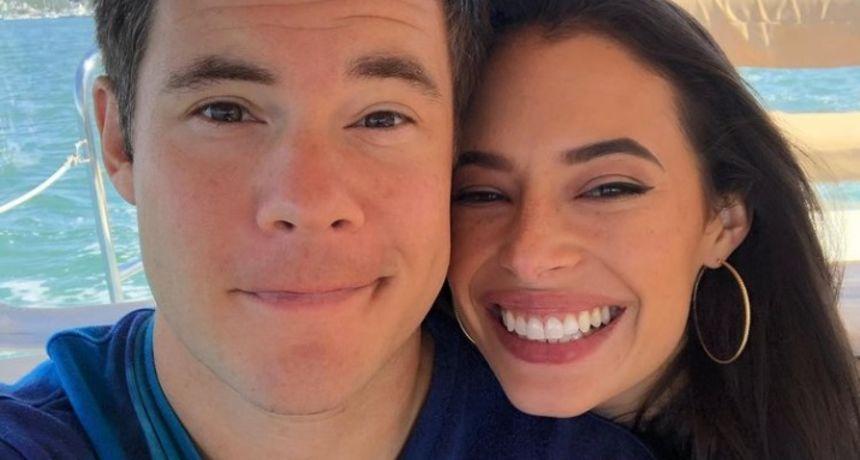 Adam DeVine, zvijezda 'Moderne obitelji', vjenčao se u Meksiku: Svatovi su se ludo zabavljali na bazenu i plaži