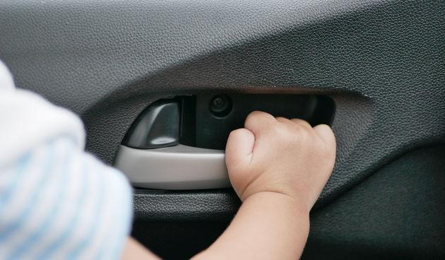 Dijete, auto