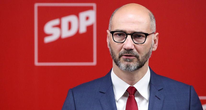 Klisović o paležu auta: 'Neću tolerirati mafijaške obračune s kritičarima gradske vlasti u Zagrebu'