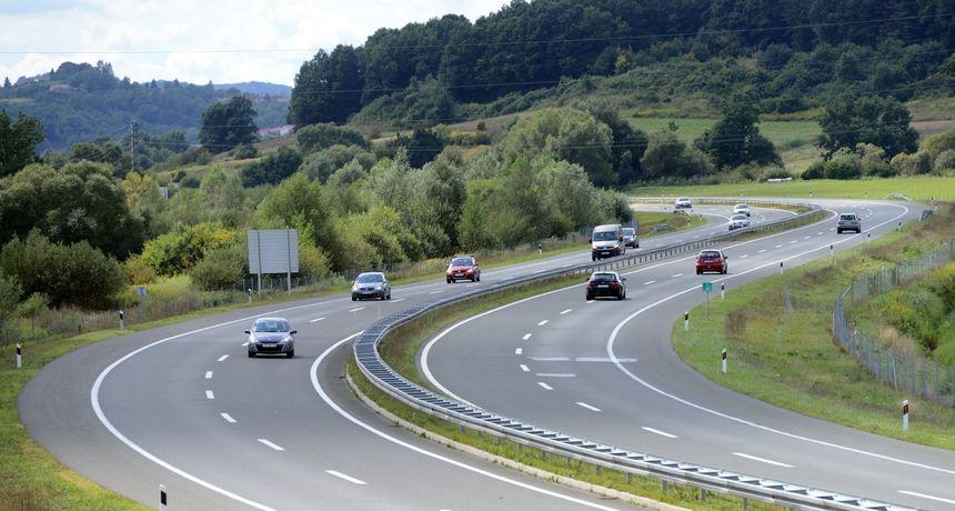 Šteta je velika: Četiri automobila oštećena na autocesti - djeca bacala kamenje s nadvožnjaka?