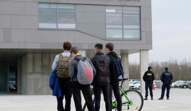 škola sisak, policija