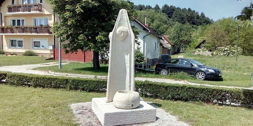 VINIČKI PRANGER Kipari Vladimir Gašparić i Josip Cepanec izradili repliku stupa