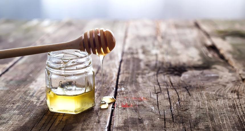 Med s kurkumom je najmoćniji prirodni antibiotik!