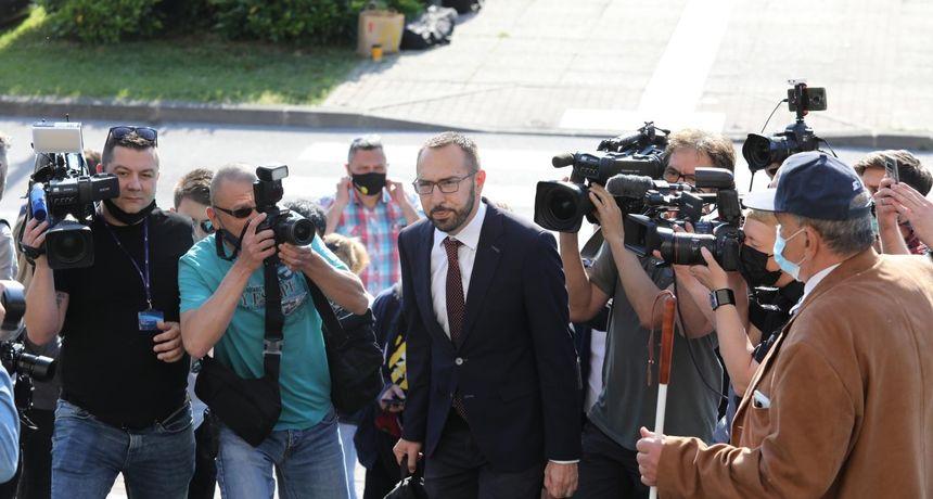 Tomašević i ovaj put došao pješice, rekao da stanje nije dobro i objasnio kako će izbjeći 'najcrnji scenarij'