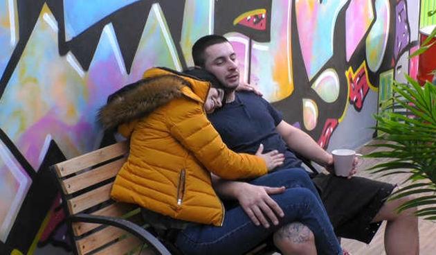 Lucija i Orky izmjenjuju nježnosti (thumbnail)