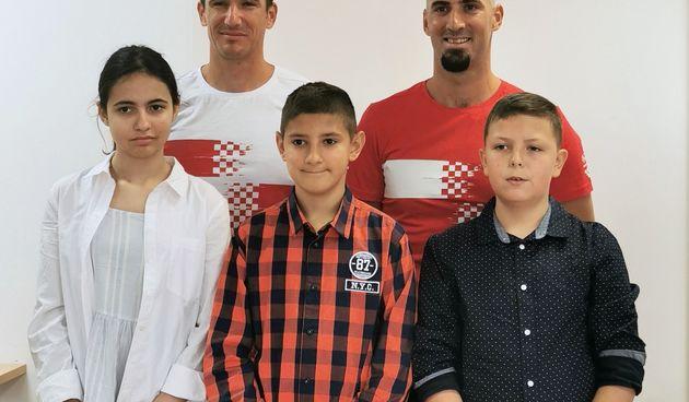 Braća Sinković uručili nagrade HOO-a i IRIM-a pobjedničkom timu iz OŠ Josipovac