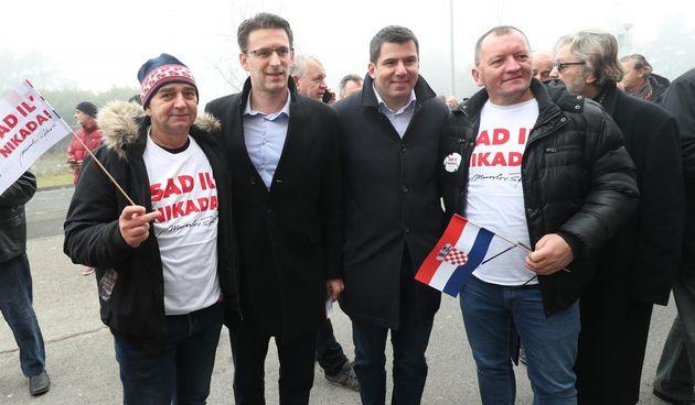 Sad il' nikada, predizborni skup Miroslava Škore u Lisinskom