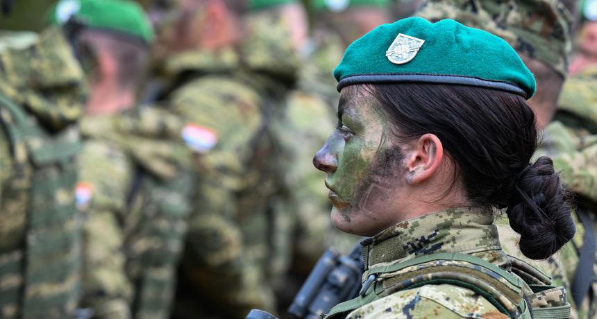 FOTO GALERIJA Na vojnom poligonu Eugen Kvaternik kod Slunja održan završni prikaz vojne vježbe