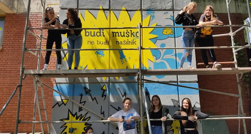 GRADITELJSKA ŠKOLA ČAKOVEC Učenici obnavljaju poučan grafit na dimnjaku