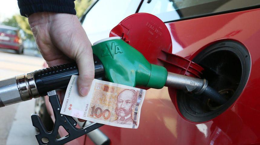 'UGASI MOTOR' Društvenim mrežama ponovo se poziva na protest zbog visokih cijena goriva