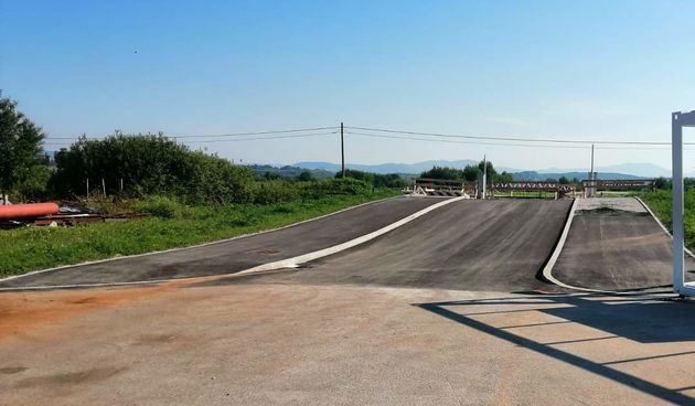 Izgradnja prometnice i radovi na željezničkom prijelazu u ozaljskoj poduzetničkoj zoni Lug pri samom su kraju