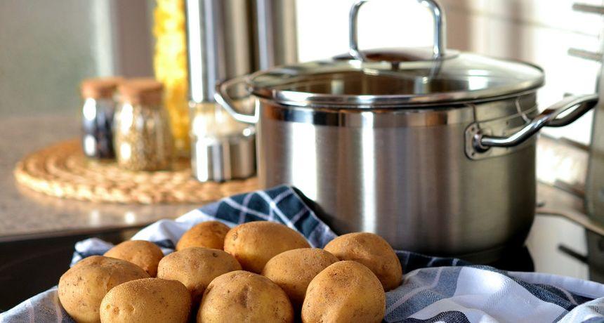 Na TikToku otkrivena nova metoda guljenja krumpira: Je li bolja od klasične?