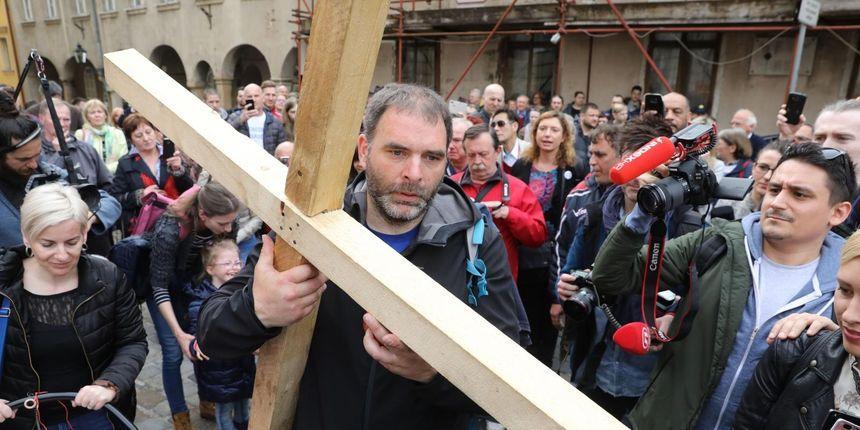 Nakon razgovora u Vladi Pavlić poručio: 'Ja sam svoje obavio', Kujundžić pozvao građane da uplate novac u Fond