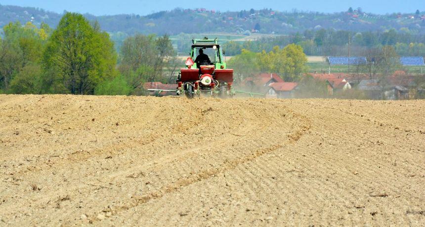 Nije moderna tehnologija za sve: 'Pozz, prodajete li još onaj traktor - može slika?'