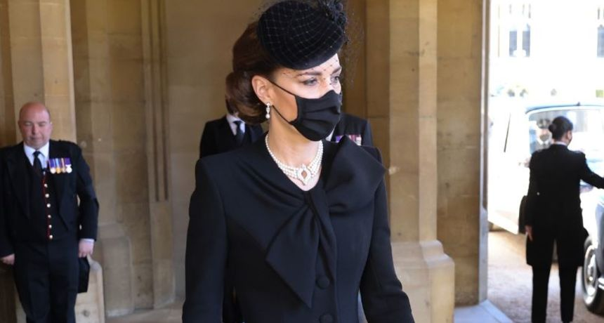 Meghan je vjerojatno nikad ne bi dobila: Pogledajte raskošnu ogrlicu koju je Kate nosila na sprovodu