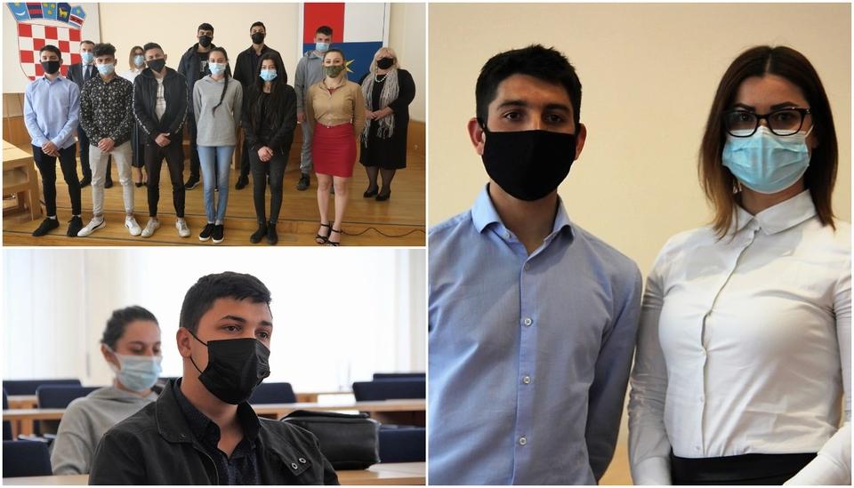 Župan Posavec pohvalio maturante, pripadnike romske nacionalne manjine