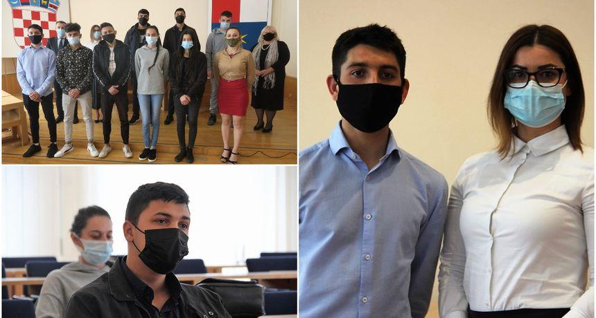 ONI SU PONOS ZAJEDNICE Župan Posavec pohvalio maturante, pripadnike romske nacionalne manjine