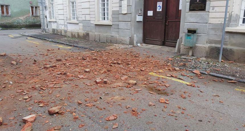 Potres oštetio i zgrade u Karlovcu, građani izašli na ulice - padali crijepovi i komadi fasada u Radićevoj, Domobranskoj...