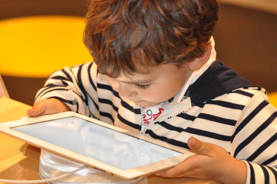Svjetska zdravstvena organizacija (WHO) nedavno je objavila smjernice koje potiču vrlo ograničeno vrijeme ispred ekrana za djecu mlađu od pet godina, ako se s time borite, vrlo je važno da ne odustanete.
