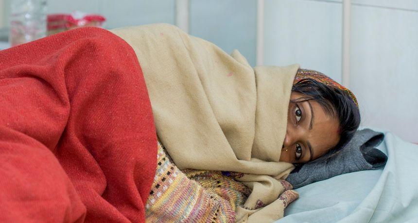 Strašne patnje trudnica u zemlji talibana: 'Bilo je užasno. Nisam dobila lijek, hranu...' Babica na porodu svijetli s mobitelom, struje nema