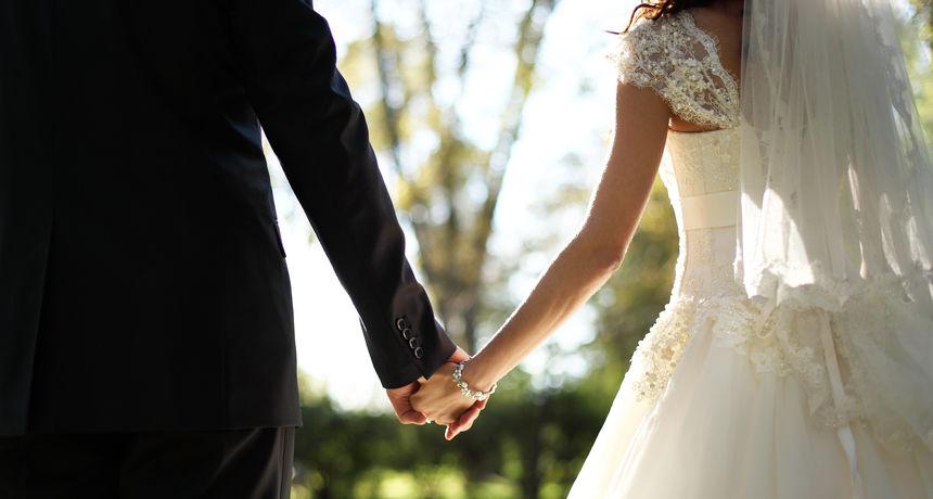 U nešto više od mjesec dana se čak četiri puta vjenčao za istu ženu kako bi dobio slobodne dane