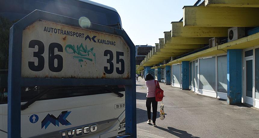 Karlovački autobusni kolodvor ostao i bez trećeg kafića, sad još više izgleda otužno i pusto - provincijski i zapušten, bit će i zaobiđen