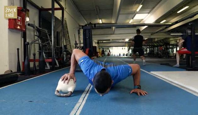 Ivan Brkljačić otkrio kako pravilno vježbati: Trening s girjama (thumbnail)
